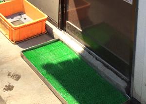各営業所の玄関に消毒液マットを完備しています。